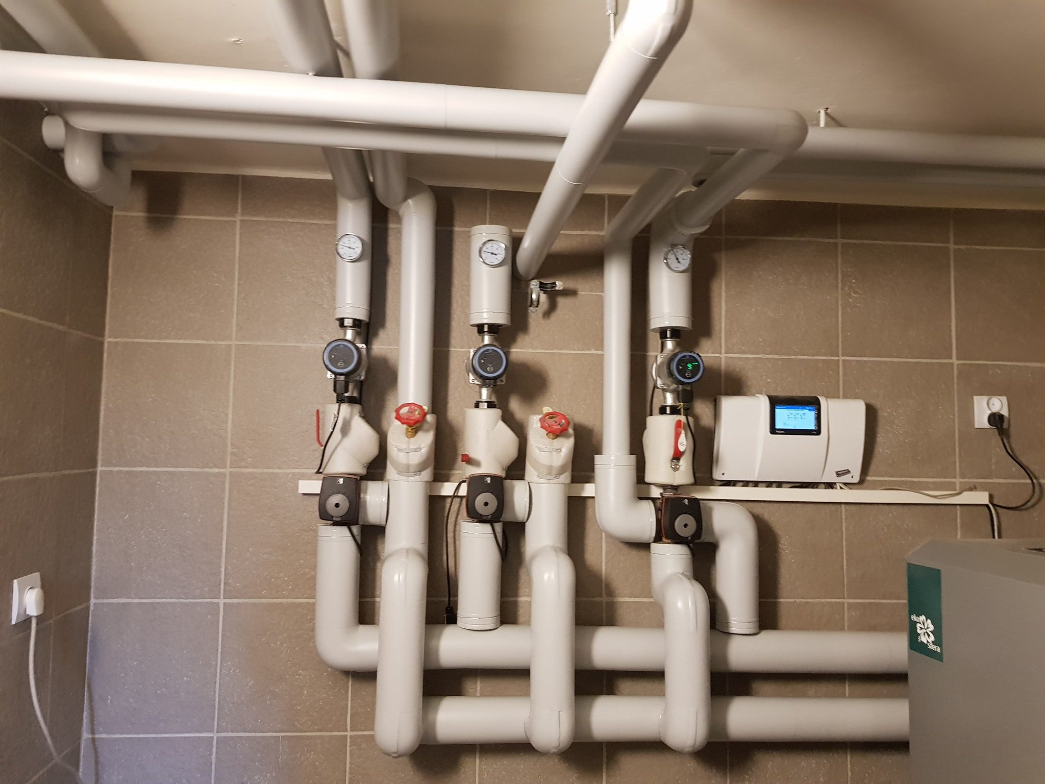 Wymiana instalacji w domu rodzinnym z dodatkowym ociepleniem rur / Wadowice
