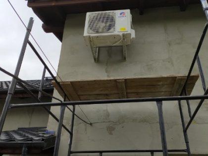 z montażu klimatyzacji na zewnątrz